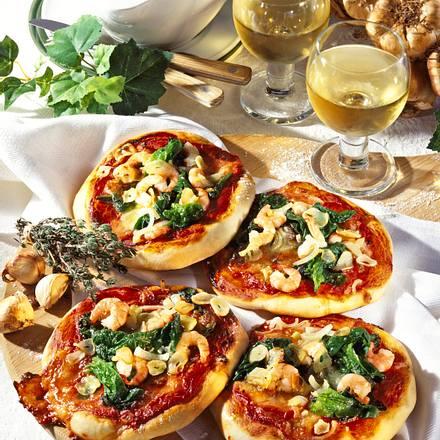 Spinat-Pizzas mit Knoblauch & Shrimps Rezept