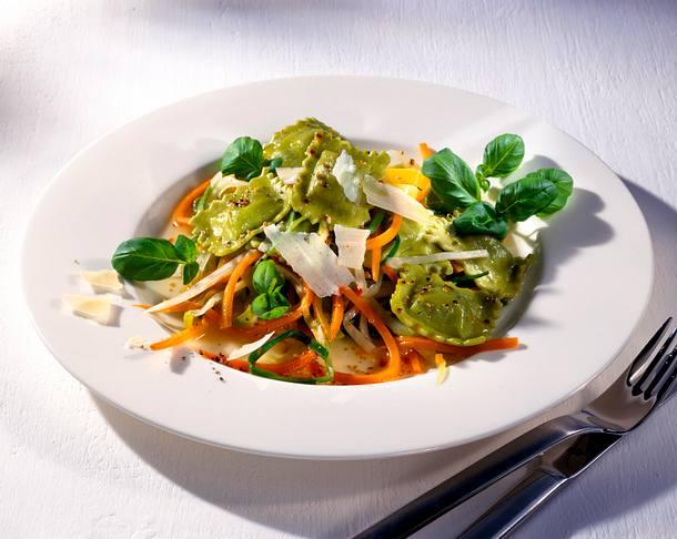 Spinat-Ravioli auf Julienne-Gemüse Rezept
