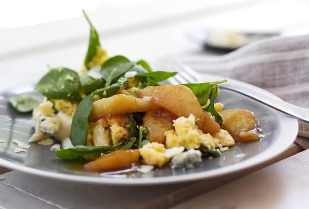 Spinatpolenta mit Gorgonzola und karamellisierten Birnen Rezept