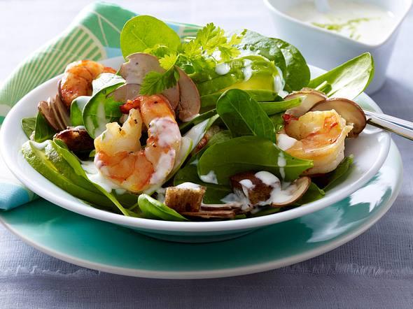 Spinatsalat mit Garnelen und Limetten-Joghurt-Soße Rezept