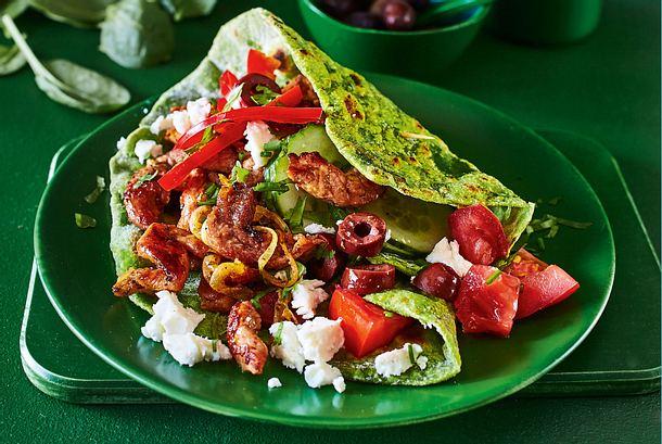 Spinatwraps mit Gyros und Bauernsalat