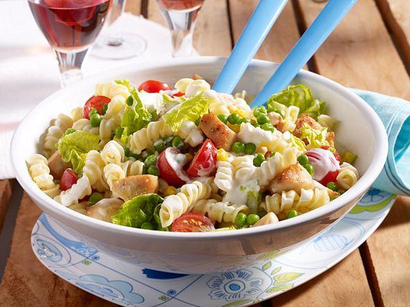 Spiralnudel-Salat mit Hähnchenwürfeln Rezept