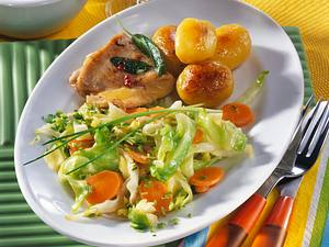 Spitzkohl-Möhren-Gemüse mit Röstkartoffeln (Diabetiker) Rezept