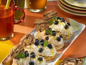 Spritzgebäck mit Eierlikörsahne und Blaubeeren Rezept