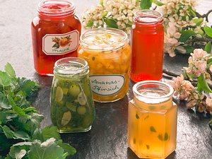 Stachelbeer-Kiwi-Konfitüre mit Mandeln Rezept