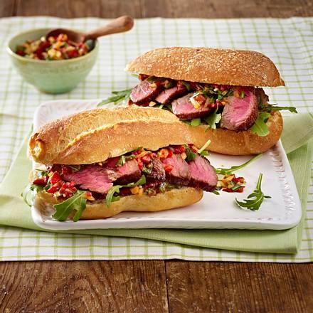 Steaksandwiches mit Salat und Salsa Rezept