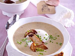 Steinpilz-Cremesuppe mit Brot-Käse-Chips Rezept
