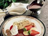 Stracciatella-Eis mit Fruchtsoße Rezept