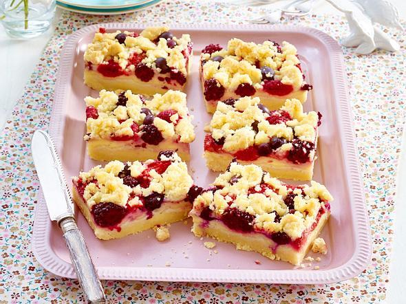 Streusel-Pudding-Schnitten mit Beeren Rezept