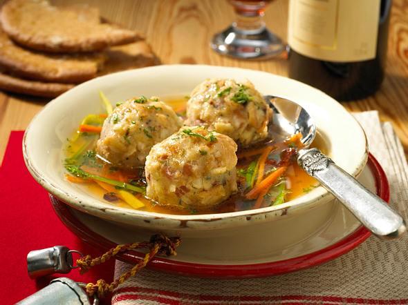 Südtiroler Speckknödel-Suppe Rezept