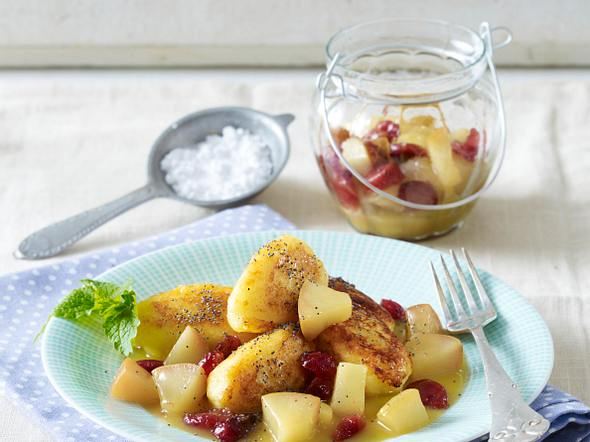 Süße Kartoffel-Quark-Nockerln mit Birnen-Cranberry-Kompott Rezept