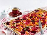 Süßer Flammkuchen mit Aprikosen, Johannisbeeren und Pistazien Rezept