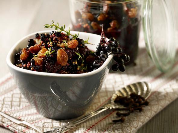 Süßes Holunder-Chutney mit Rosinen Senfkörnern und Nelken Rezept