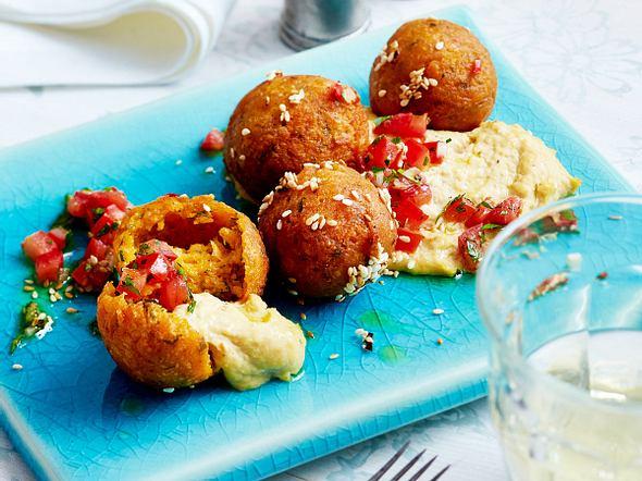 Süßkartoffel-Falafel mit Tomaten-Salsa und Hummus Rezept