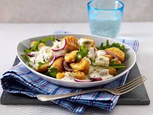 Süßkartoffel-Gnocchi mit Rauke-Salat und Gorgonzolasoße Rezept