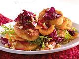 Süßkartoffelsalat mit gebratenen Käsetalern Rezept