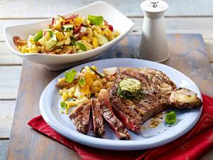 T-Bone-Steak mit amerikanischem Nudelsalat Rezept