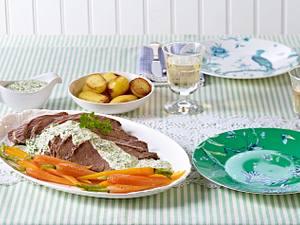 Tafelspitz mit Grüner Soße, Pellkartoffeln und Honig-Möhren (Kochschule) Rezept