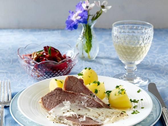 Tafelspitz mit Meerrettichsoße und Rote Bete-Salat mit Schnittlauchvinaigrette Rezept