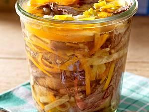 Tafelspitzsülze mit Bratkartoffeln und Meerrettich-Apfel-Dip Rezept