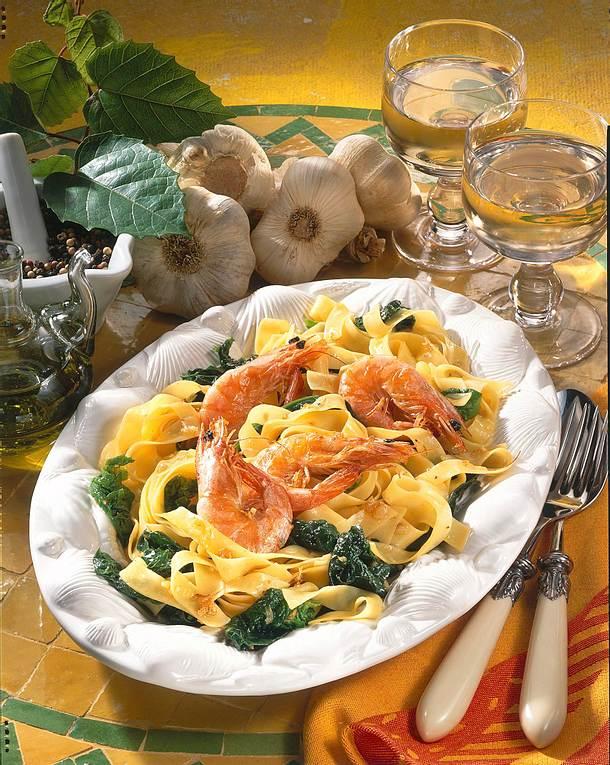 Tagliatelle mit Garnelen und Spinat Rezept