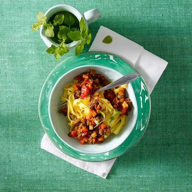 Tagliatelle mit Gemüse-Bolognese Rezept