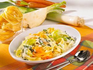 Tagliatelle mit Gemüsen in Käsesoße Rezept