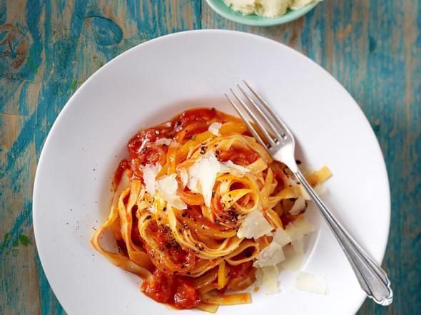 Tagliatelle mit Paprika und Tomaten Rezept