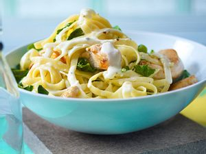 Tagliatelle mit Spinat und Hähnchen in Gorgonzolasoße Rezept