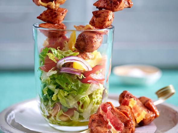 Tandoori Hähnchen-Bacon-Spießchen auf gehacktem Salat Rezept