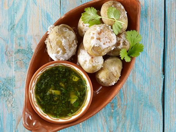 Tapas: Runzel-Kartoffeln mit Kräutersoße (Patatas arugas con Mojo verde) Rezept