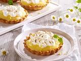 Tarteletts mit Lemon Curd-Creme und Baisertuffs Rezept