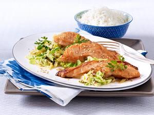 Teriyaki-Lachs auf feurigem Rahm-Wirsing Rezept