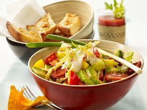 Tex-Mex-Salat mit Knoblauchbrot Rezept