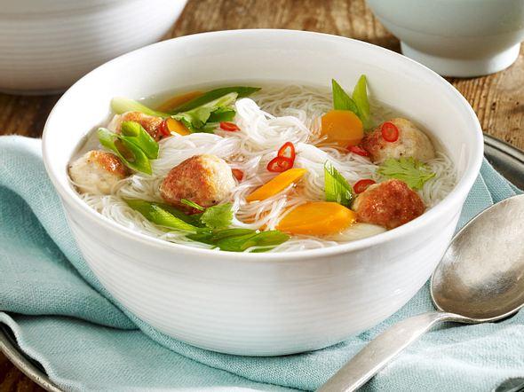 Thai-Suppe mit Puten-Hackbällchen Rezept