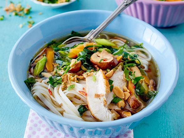 Thainudelsuppe mit Hähnchen Rezept