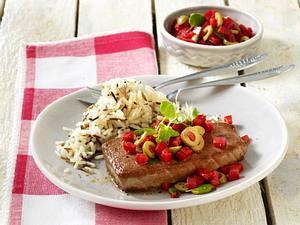 Thunfischsteaks mit Paprika-Oliven-Salsa (Aus vier mach eins) Rezept