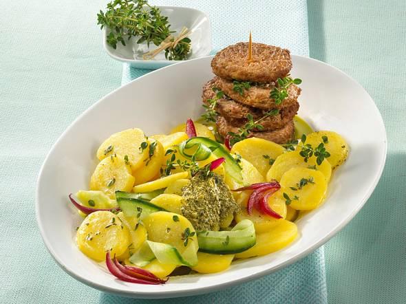 Thymian-Kartoffelsalat mit Frikadellen Rezept