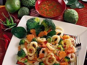 Tintenfischsalat mit Limettensoße (frischer Tintenfisch) Rezept