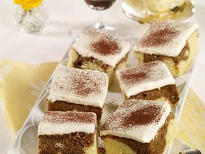 Tiramisu-Schnitten (mit Kakao bestäubt) Rezept