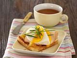 Toast mit Mango-Chutney, Ziegengouda, Hähnchenbrust, Mango und Schnittlauch Rezept
