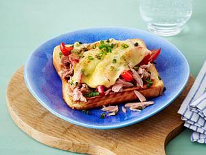 Toast mit Thunfisch, roter Paprika, Edamer und Schnittlauch Rezept