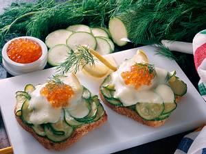 Toast mit Zucchini und Kaviar Rezept