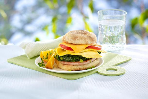 Toastbrötchen mit Spinat und Omelett Rezept