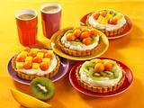 Toffeecreme-Törtchen mit tropischem Obstsalat Rezept