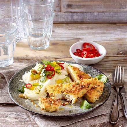 Tofu-Schnitzel mit Erdnuss-Panade zu Reisnudelsalat Rezept