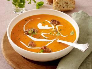Tomaten-Apfel-Creme-Suppe mit Brätbällchen mit QimiQ Rezept