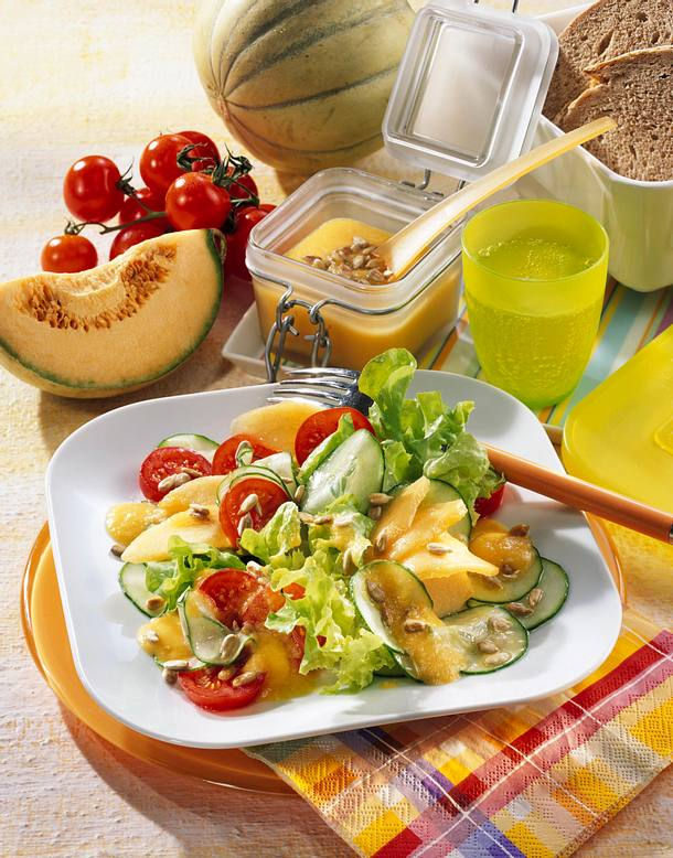 tomaten gurken salat mit melone rezept lecker. Black Bedroom Furniture Sets. Home Design Ideas
