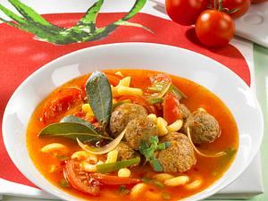 Tomaten-Nudeleintopf mit Hackbällchen Rezept