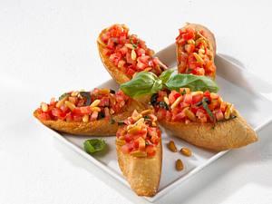 Tomaten-Nuss-Baguette Rezept
